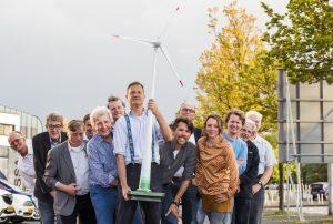 Nederland, Utrecht, 11 mei 2017 Cooperatie voor duurzame energie Groep mensen verenigd in De Windvogel hebben samen een windmolen gekocht cooperatie windmolen windenregie alternatieve energie wind